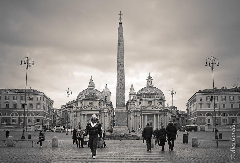 Dejando la Piazza del Poppolo